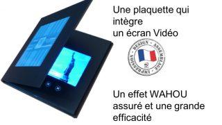 Une plaquette qui intègre un écran vidéo. Une effet WAHOU assuré et une grande efficacité